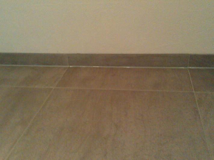 Silikonbodenfuge am Sockel / Silicone floor joint at socket