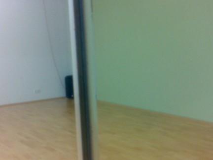 Elastische Fuge zwischen Spiegelpaneelen / Elastic joint between mirrows