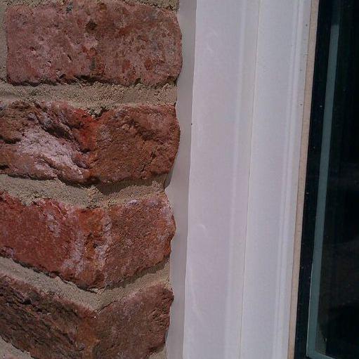 Fensteranschlussfuge von außen (unbesandet) / Window connecting joint from the outside (not sanded)