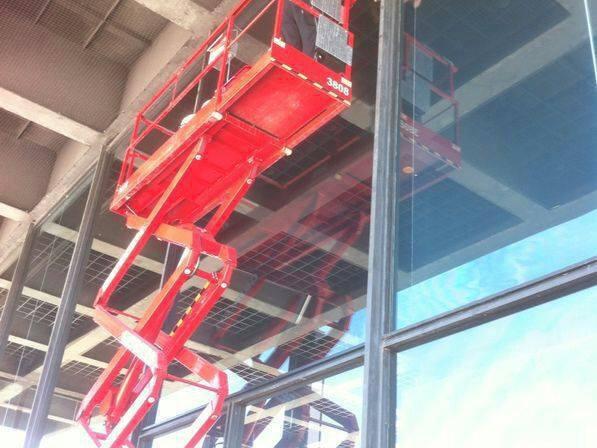 Scheibenversiegelung an Glasfassade / sealing of wondowpane at glass facade
